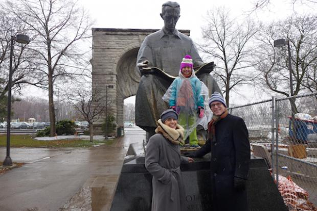 Rich and Jamie Walker with their daughter, Natalie, visiting Nikola Tesla in Niagara Falls State Park. Photo by Nancy J. Parisi.