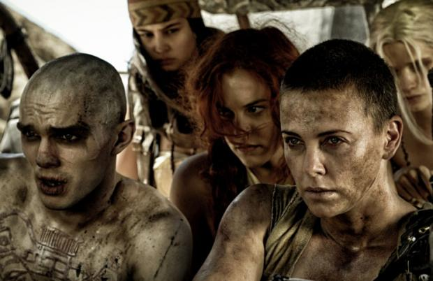 Charlize Theron (r.) in Mad Max Fury Road