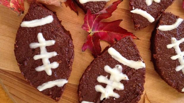 Greek Yogurt Football Brownies for your next game day tailgate! -@savory_moments