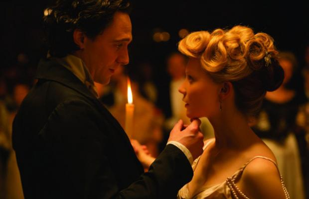 Tom Hiddleston and Mia Wasikowska in Crimson Peak.