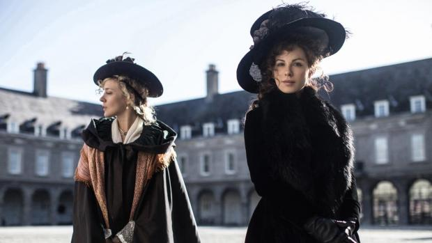 Kate Beckinsale and Chloë Sevigny in Love and Friendship.