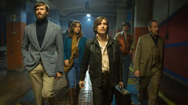 Armie Hammer, Brie Larson, Cillian Murphy, Sam Riley, and Michael Smiley in Free Fire.