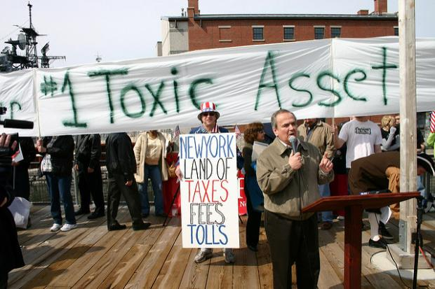 Maziarz addresses a 2009 Tea Party Rally at Canalside
