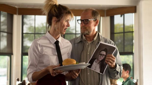 Laura Dern and Woody Harrelson in Wilson.
