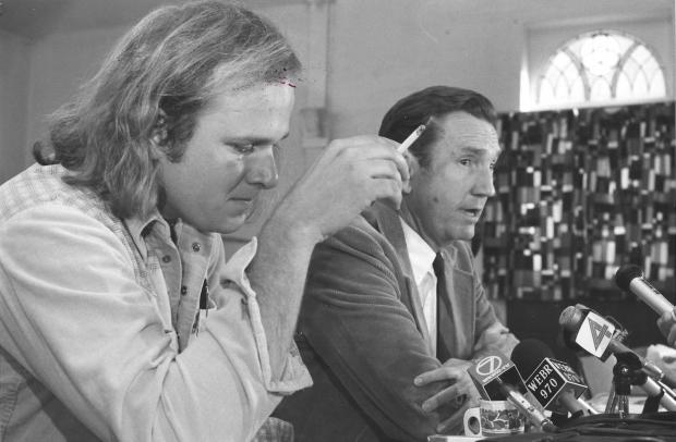 Bruce Beyer and former US Attorney General Ramsey Clark on October 20, 1977, just before Beyer returned to the US to face charges associated with his refusal to submit to the draft.