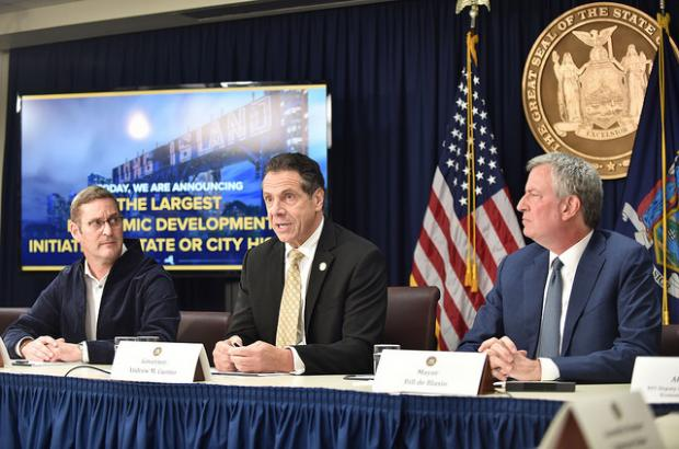 Governor Andrew Cuomo, New York City Mayor Bill de Blasio, and John Schoettler, vice president of global real estate and facilities for Amazon, announce a deal to bring Amazon to Queens. (Image courtesy Governor Andrew Cuomo's office.)