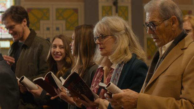 (From left) Michael Shannon, Taissa Farmiga, Hilary Swank, Blythe Danner, and Robert Forster in What They Had.